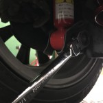 ボルトの締め付けは、車体を降ろしてから最終締め付けを致します。
